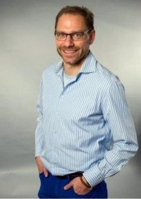 Dr. Daniel Hölzle